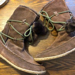 Brown suede wrap pop-Pom boots